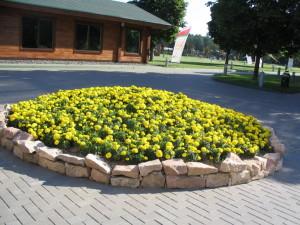 Оформление цветочной клумбы